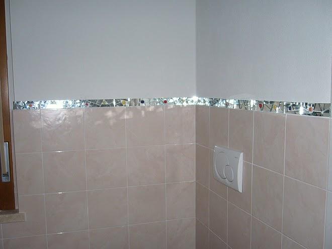 Плиткова дзеркальна облямівка у ванній кімнаті