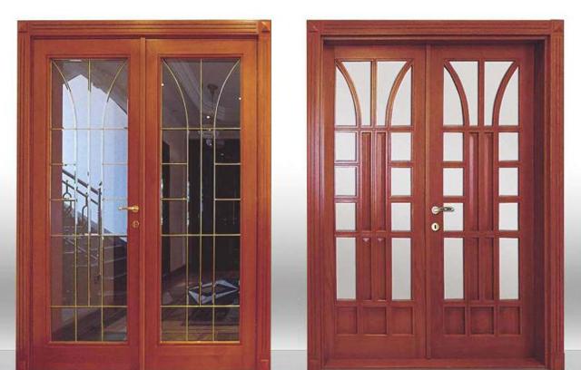 загородные входные двери с расстекловкой двухстворчатые