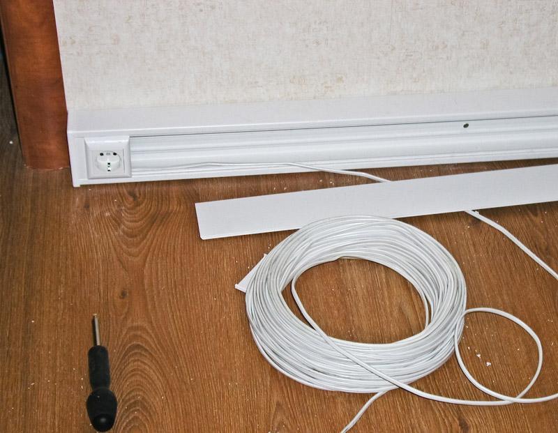 Укладка электрокабеля в деревянном доме в короб