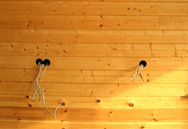 Заготовленные гнезда для розеток в щитовом блоке