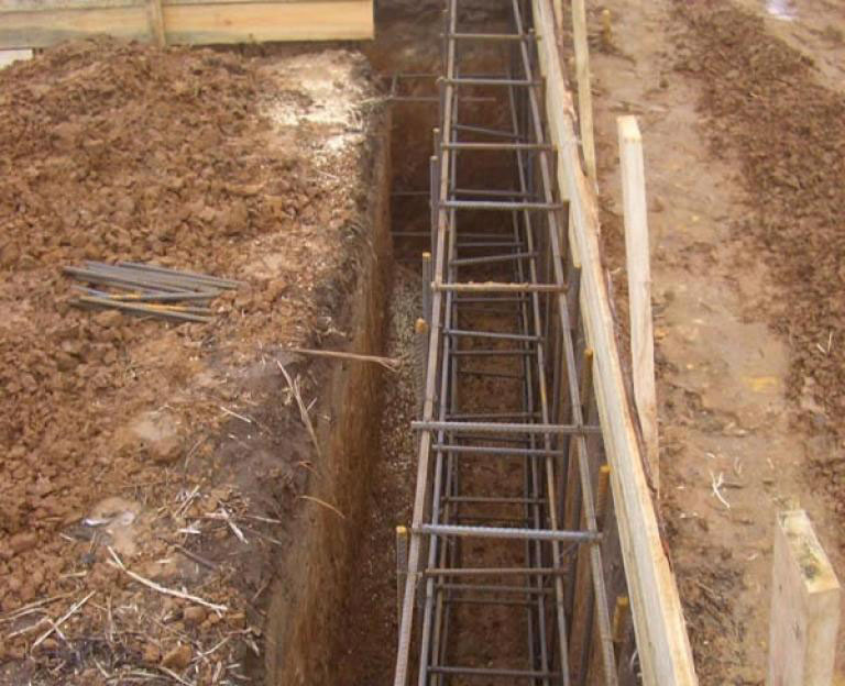 Будівництво армованого фундаменту будинку