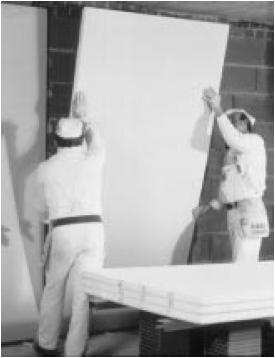 Приклеивание листа к стене