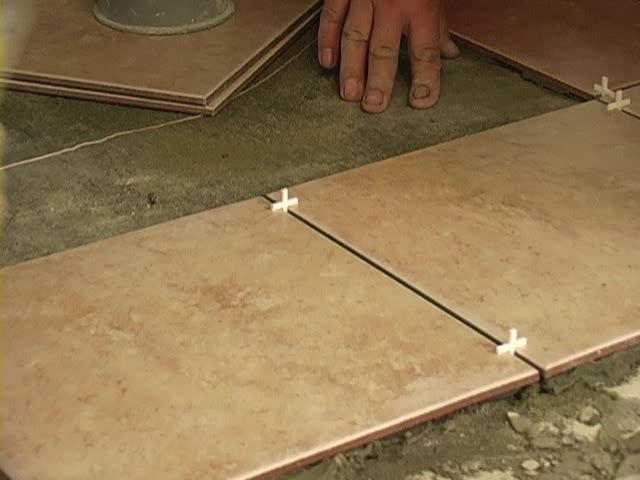 Старинные методы укладки плитки с помощью цементного раствора уже давно канули в... Помимо выравнивания пола...