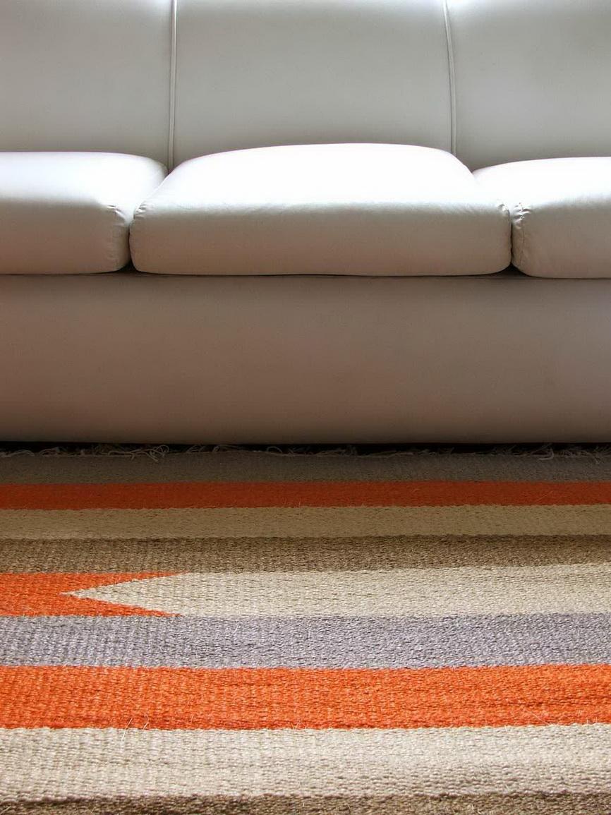 Разноцветное ковролиновое покрытие для гостиной