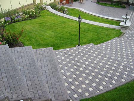 Образцы укладки тротуарной плитки во дворе частного дома в 3d