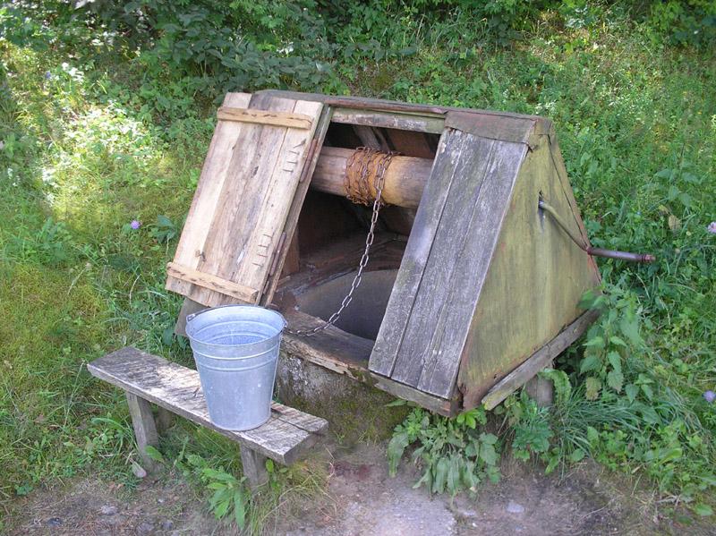 К сожалению, гидрогеология Московской области такова, что не везде возможно организовать водоснабжение от колодца...