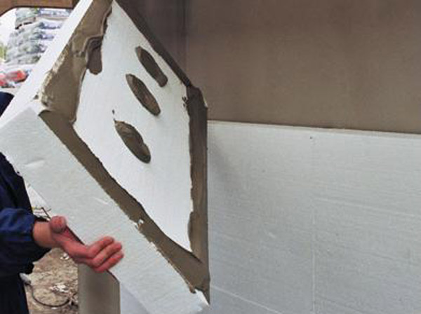 Приклейка плит на фасад