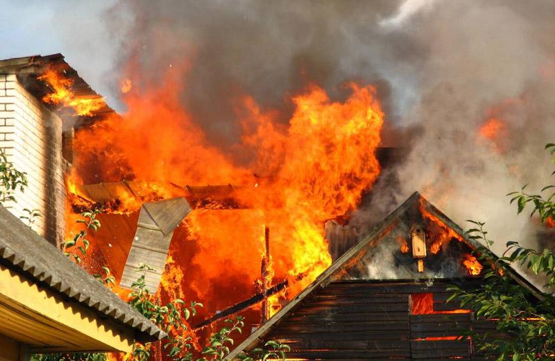 Удар блискавки нерідко призводить до пожежі